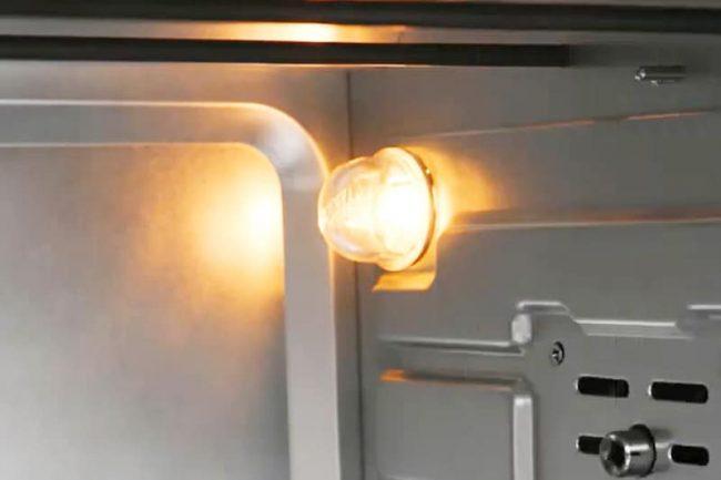 Đèn chiếu sáng bên trong lò nướng Sanaky